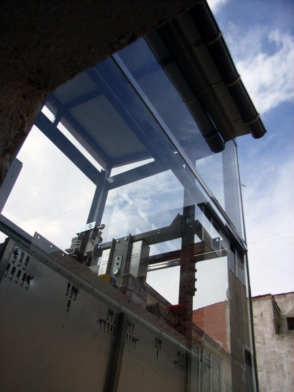 Stadium Salamanca. Obra - Instalación de ascensor - Realización de escalera - Comunidad de Propietarios de Avenida de Portugal Nº 146